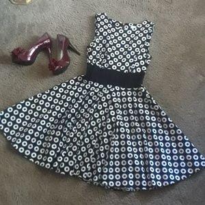 """Circles Sleeveles Dress"""